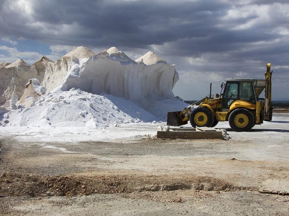 Соленое полезное ископаемое добывают из озера и поныне