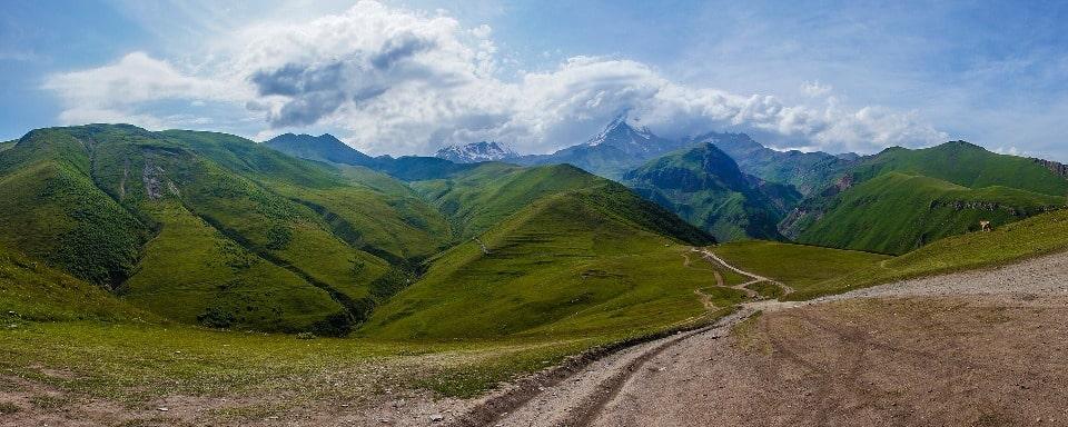 Чистый горный воздух в окрестностях Степанцминды используется в качестве лекарства
