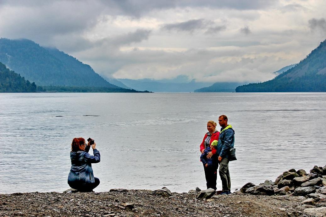 Горные озера живописны даже в пасмурную погоду