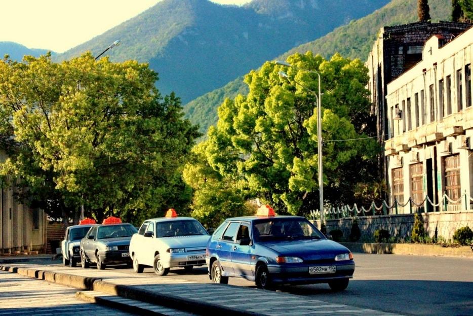 От границы до Сухума можно доехать на такси