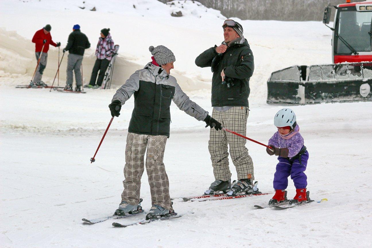 На курорте есть «зеленый» участок для начинающих горнолыжников