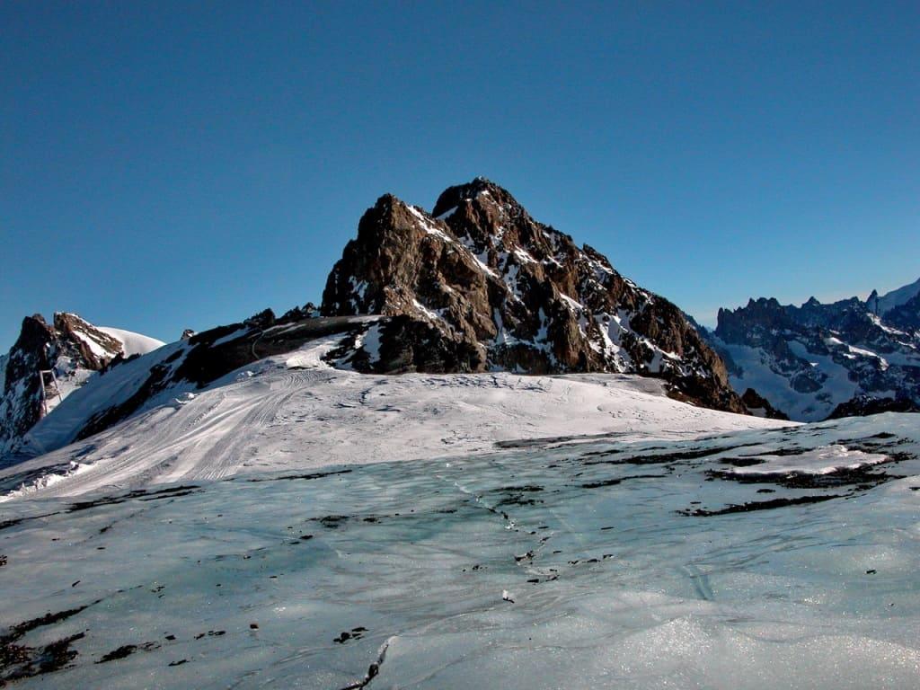 Толщина льда на леднике может достигать 600 метров!