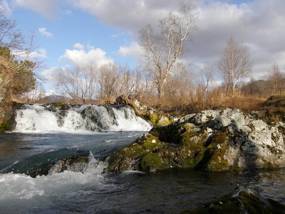 Водопад образовался на месте разрушенной плотины