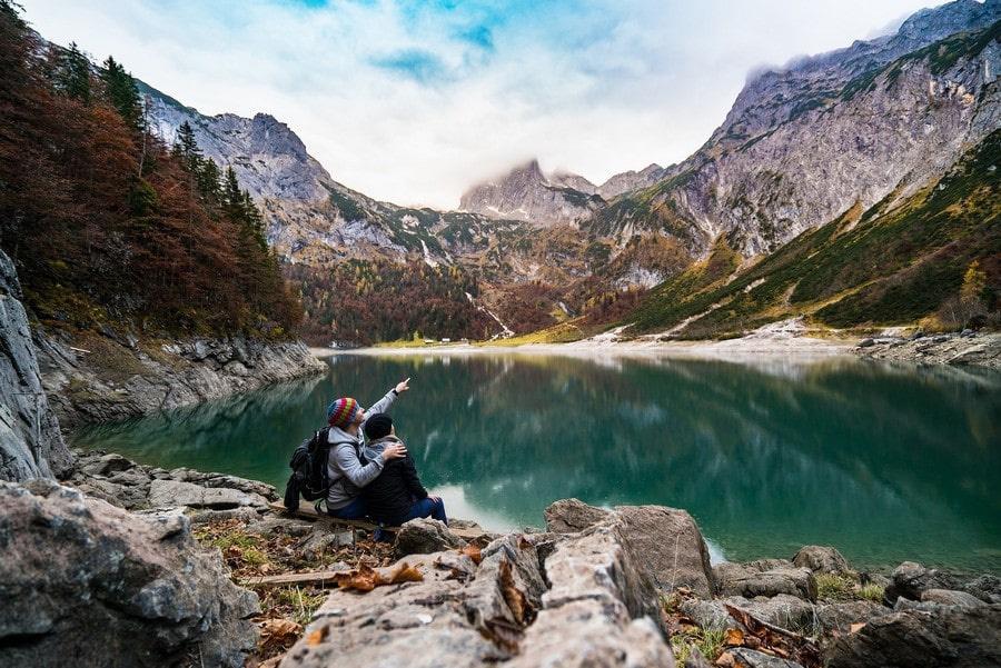 Вода в озерах отличается насыщенным цветом