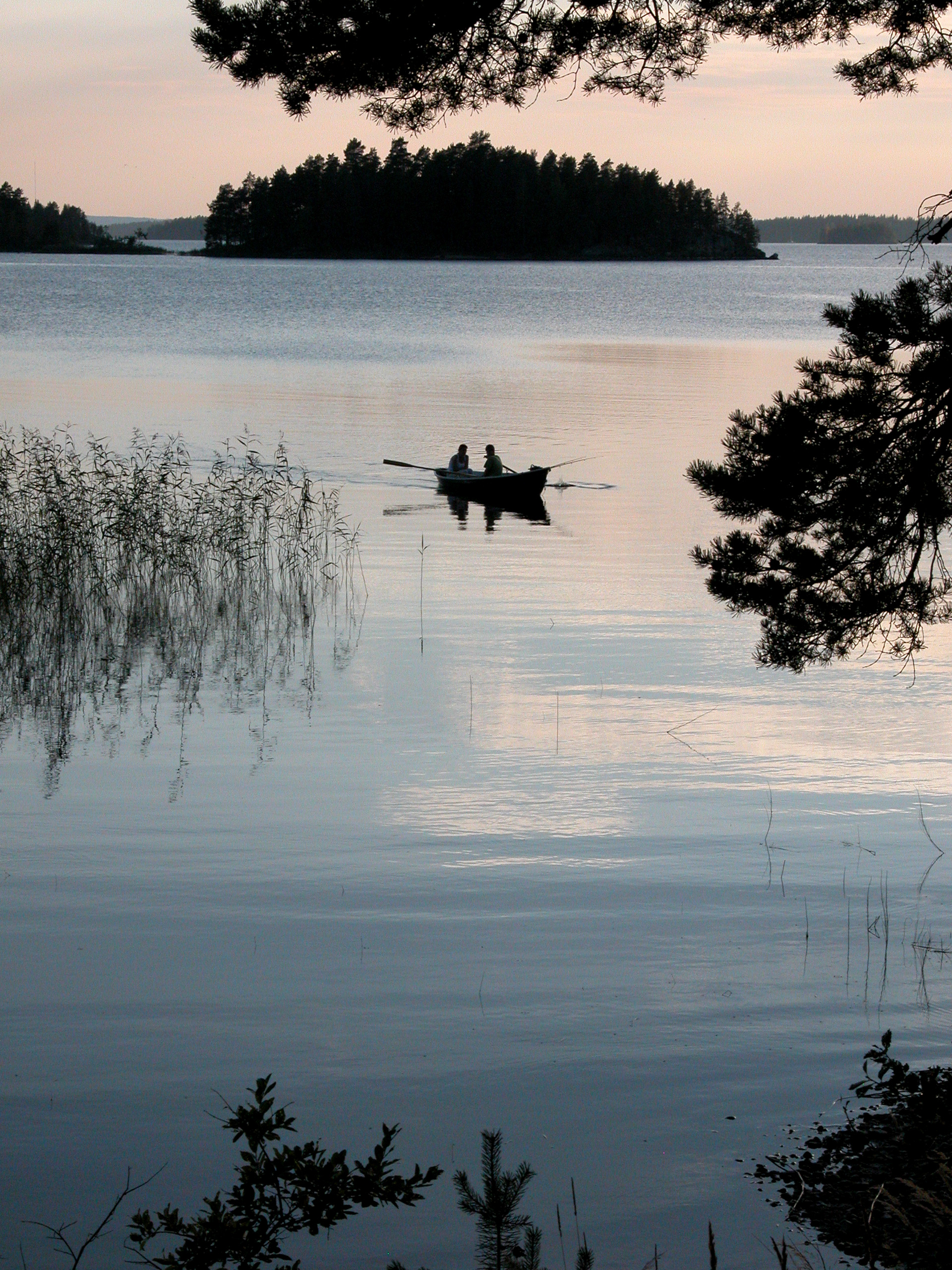 Берега озера очень изрезаны