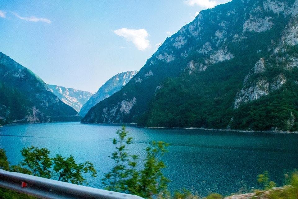 В заповеднике насчитывается 18 озер