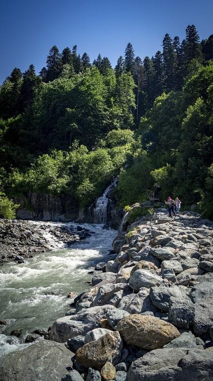 Украшением урочища являются водопады