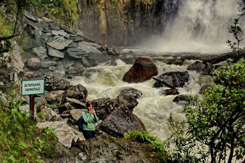 В горах имеется немало эффектных водопадов