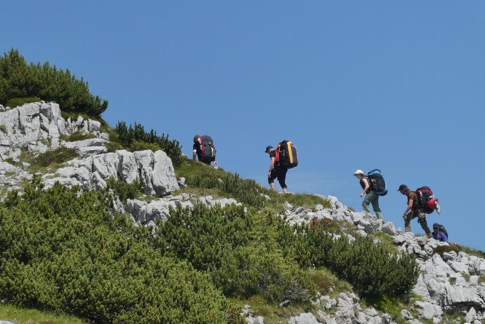 Через гору проходят популярные туристические маршруты