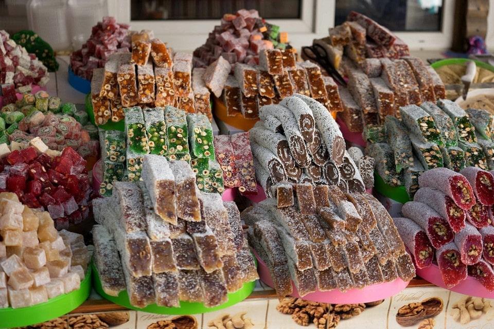 В День крепости Фуна работает ярмарка, на которой можно купить традиционные сладости