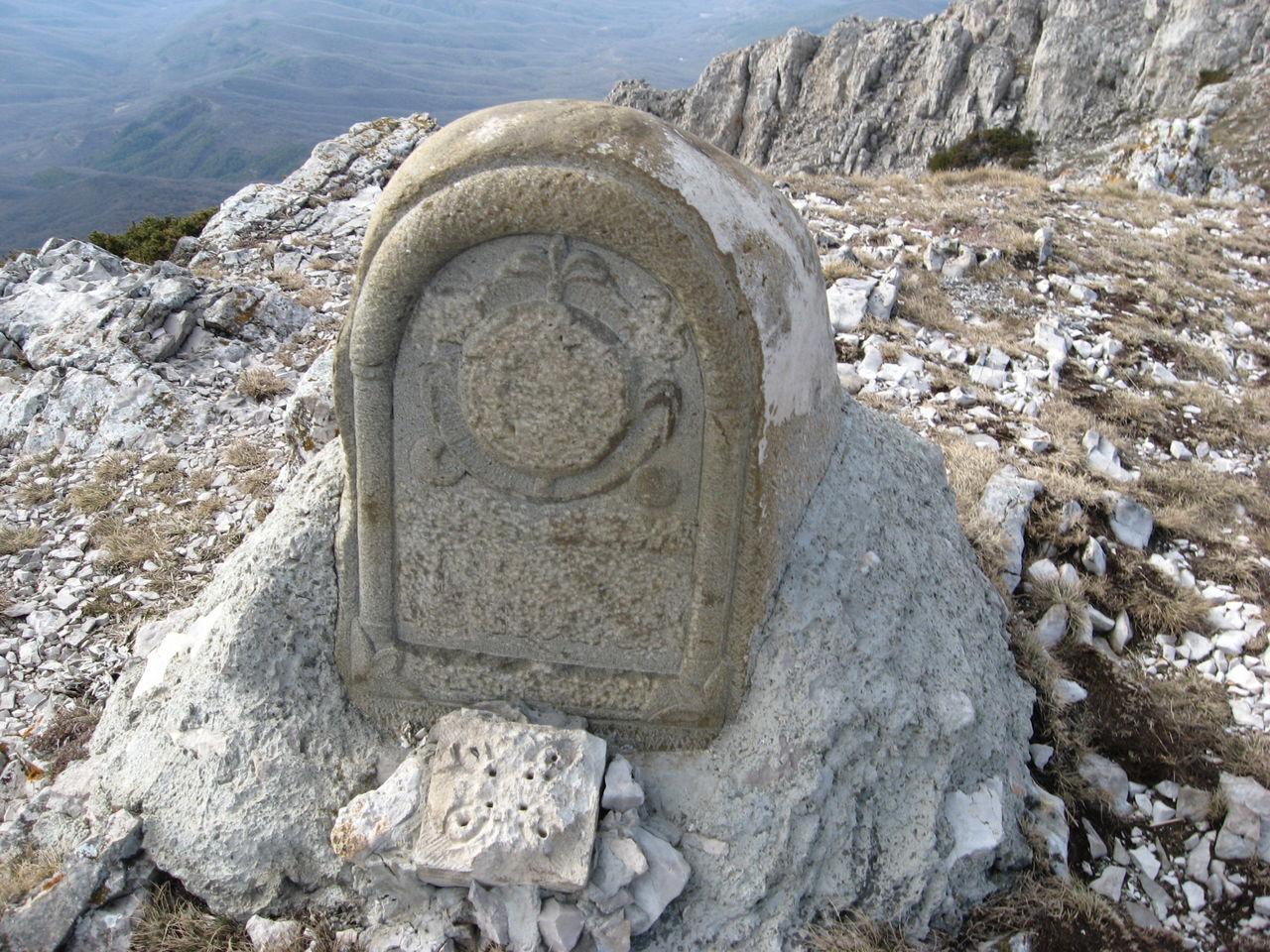 Памятный знак на месте церкви «Панагия»