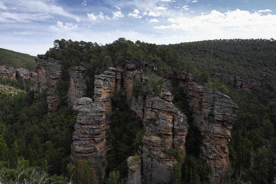 Скалы напоминают каменный частокол, который миллионы лет назад построили великаны