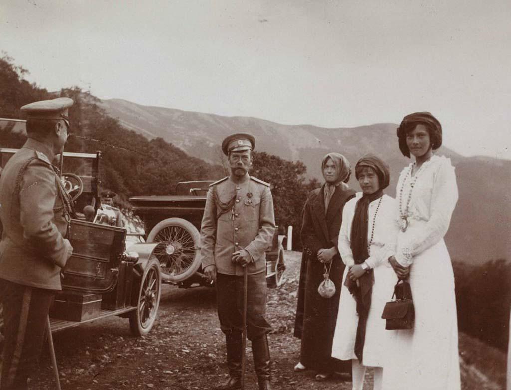 Николай II с семьей в Крыму