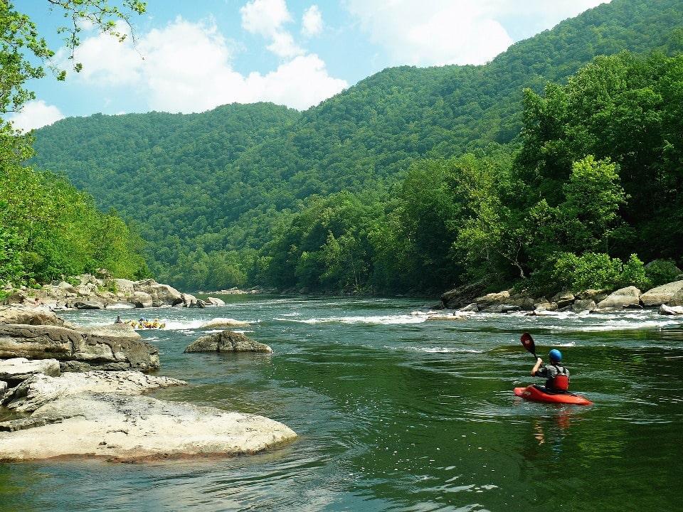 Летом река становится достоянием любителей сплавов