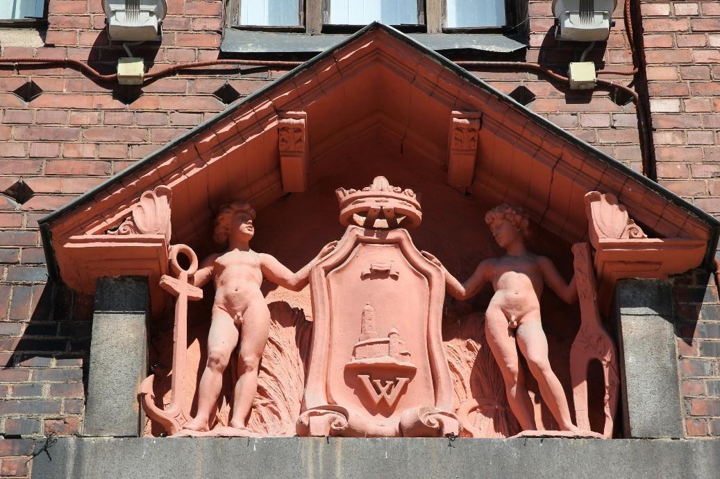 Здание Банка Финляндии богато украшено скульптурами