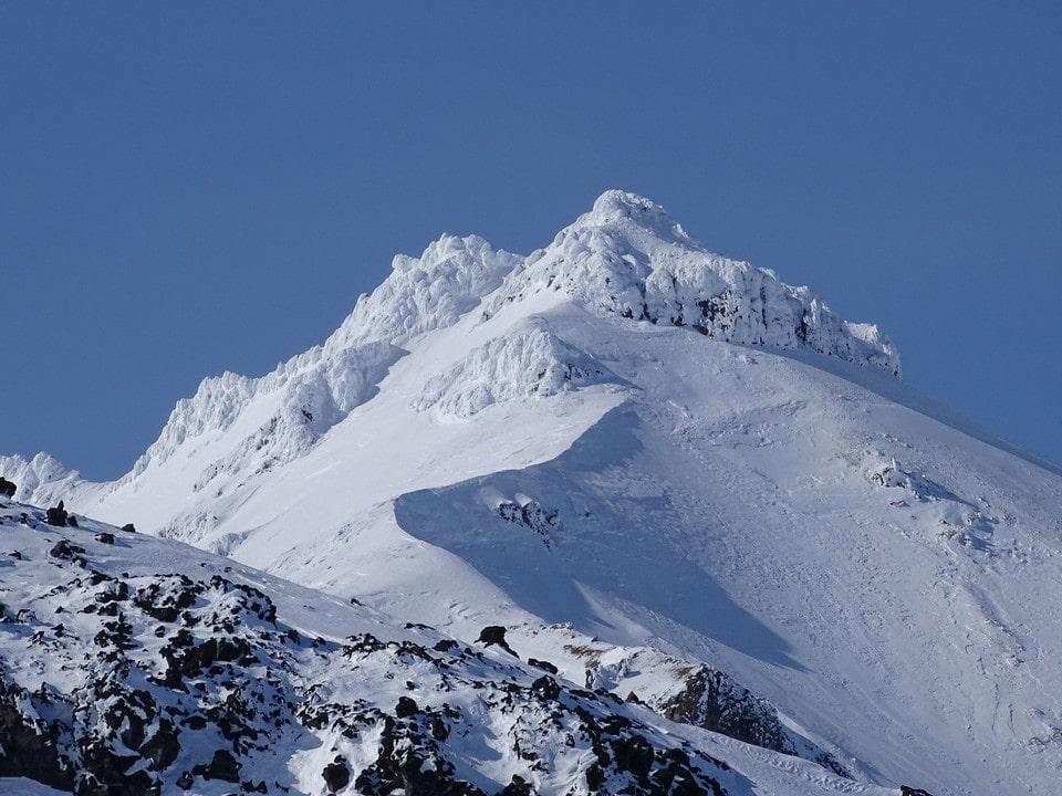 Вершина Белухи белая круглый год