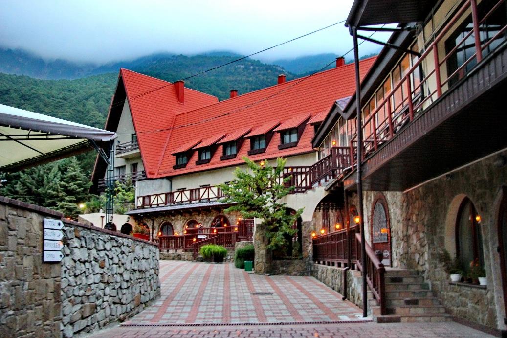 Отель «Поляна сказок»