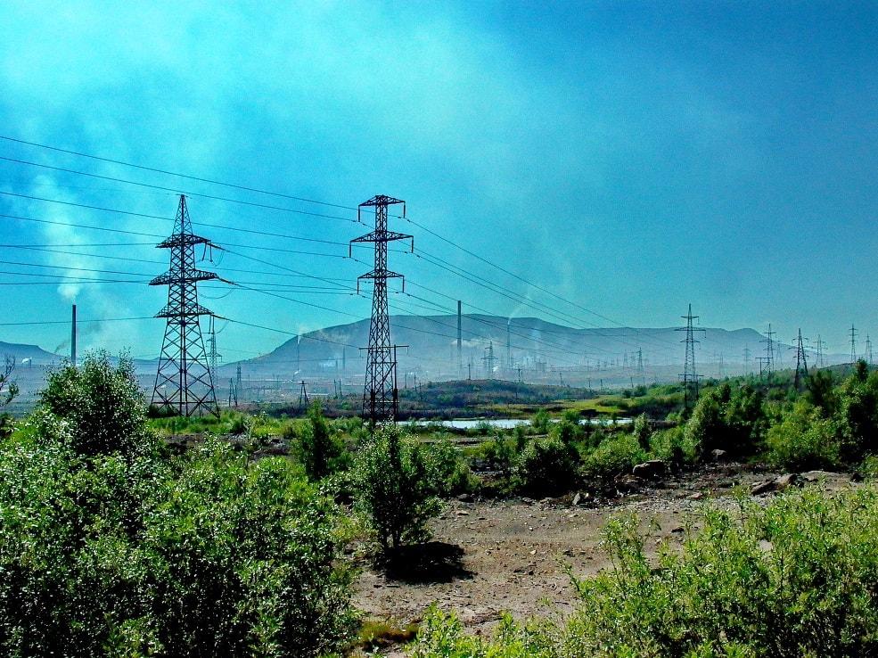 Для ближайших окрестностей города характерен индустриальный пейзаж