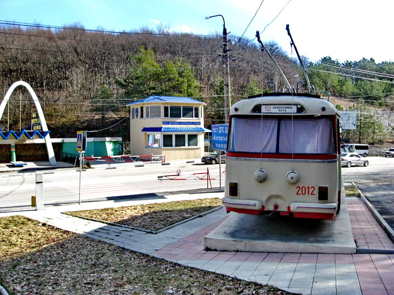 На Ангарском перевале стоит памятник троллейбусу