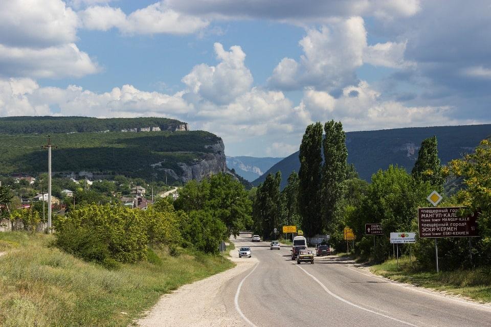 Через перевал идет дорога к морю