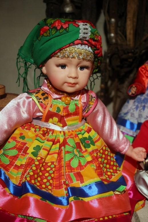 Кукла работы местных мастеров