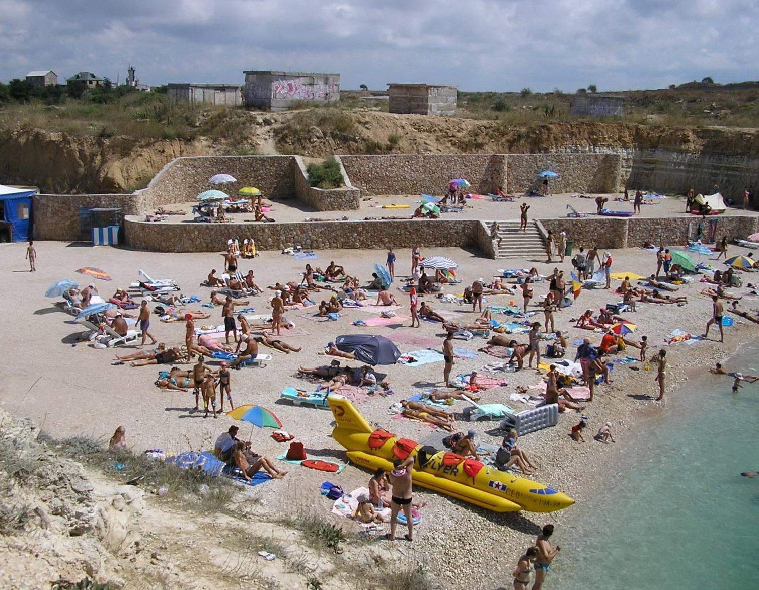 Пляж в час пик
