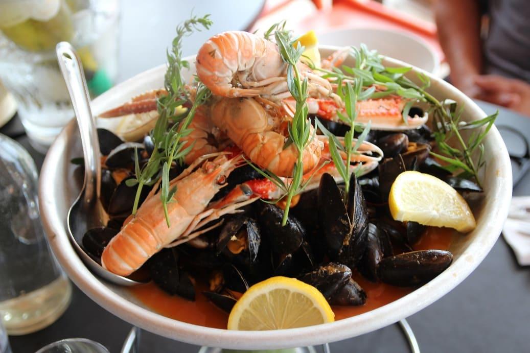 В Бергене непременно стоит попробовать свежие морепродукты