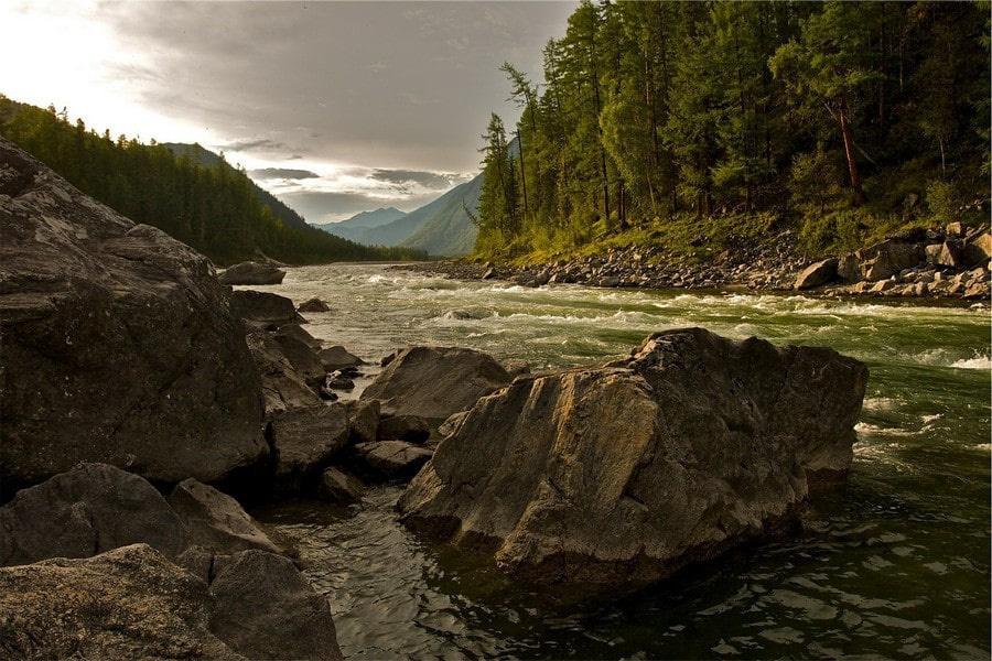 В долине горной реки насчитывается около сотни минеральных источников