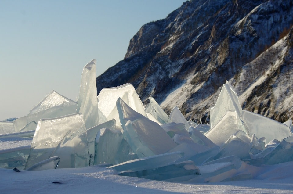 Байкальский лед очень напоминает слюду