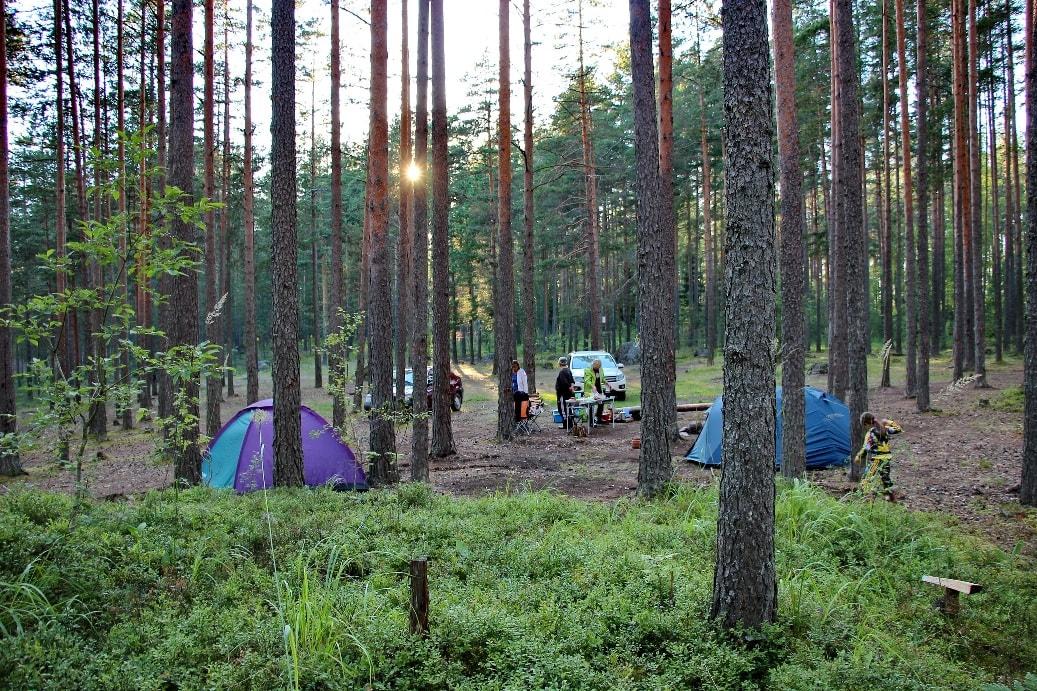 Возле Кузнечного всегда можно увидеть палатки туристов