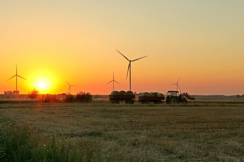 Памятником современности можно считать гигантские ветрогенераторы