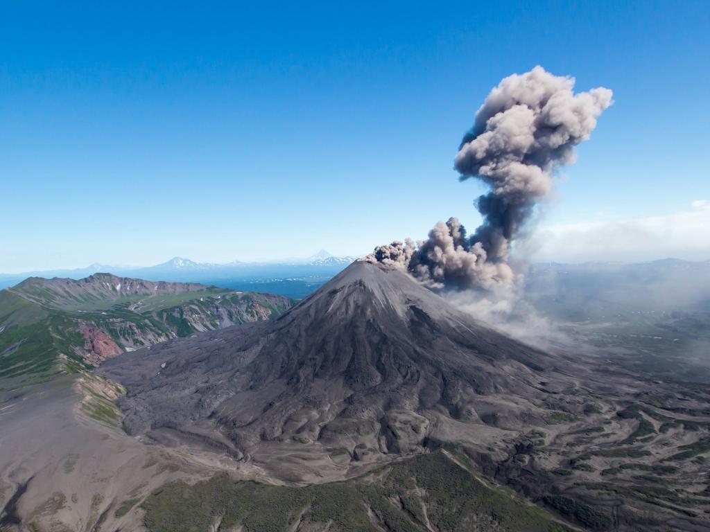 Извержение вулкана Жупановского