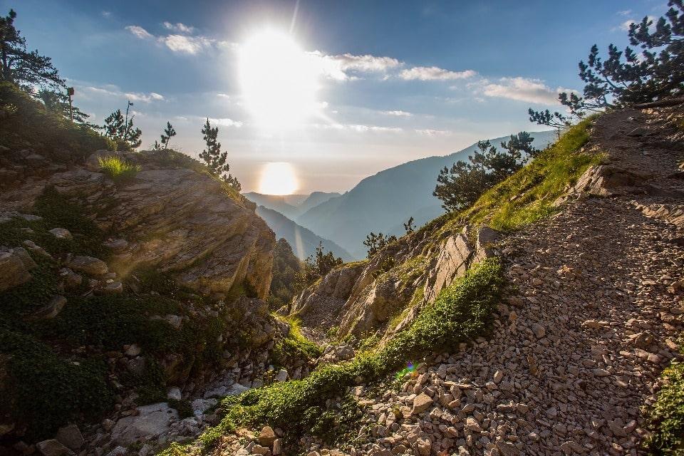 На вершину ведут туристские тропы