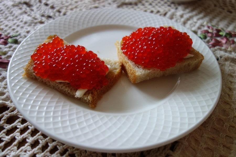 Бутерброд с красной икрой - один из лучших завтраков в мире