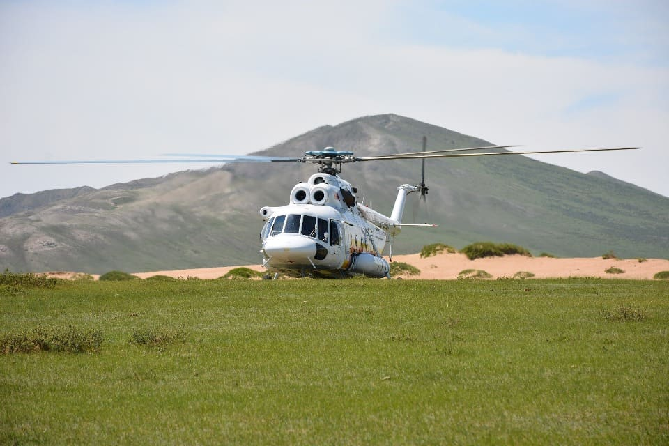 Туристов на плато забрасывают вертолетом