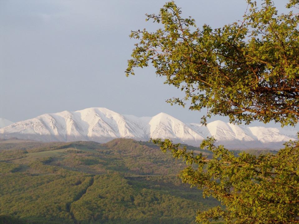 Линия постоянного снежного покрова в дагестанских горах находится на высоте 3500 метров