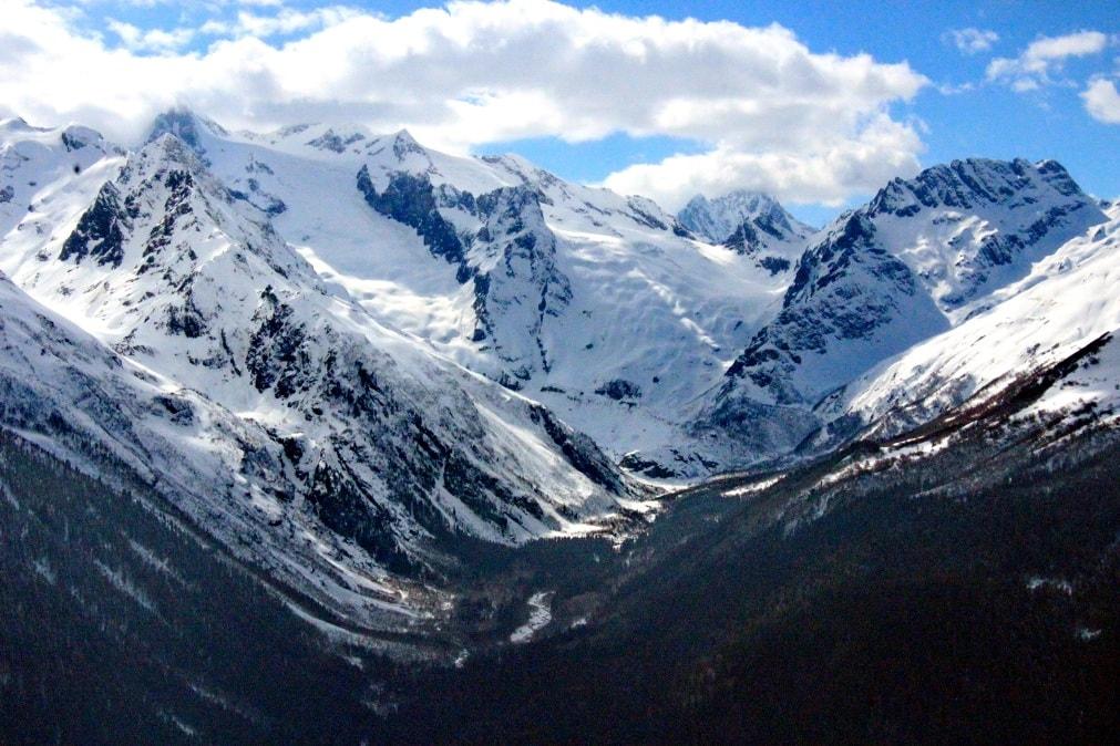 Вершины Кавказа круглый год покрыты снегом