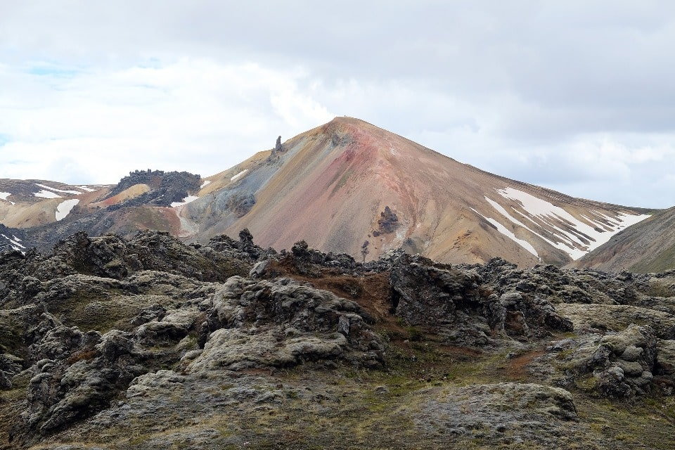 Местные горы имеют вулканическое происхождение