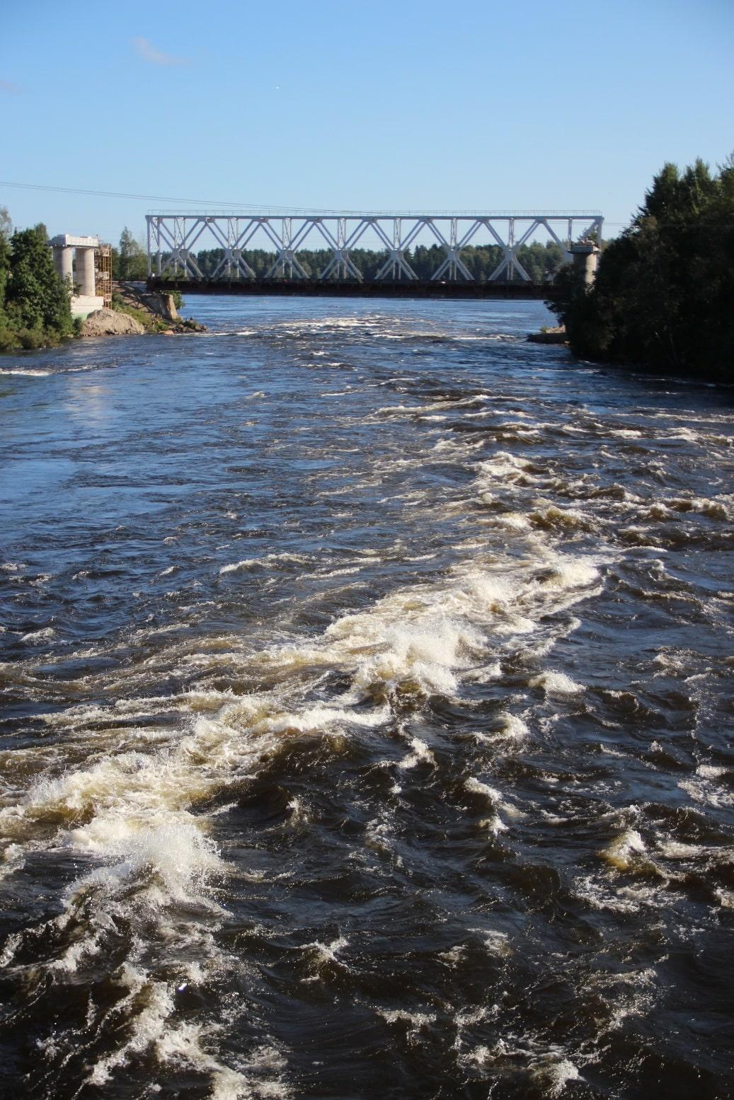 Глубина протоки у ж/д моста достигает 17 м