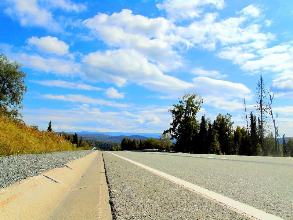 Кемерово и Новокузнецк с Шерегешом связывает отличное шоссе