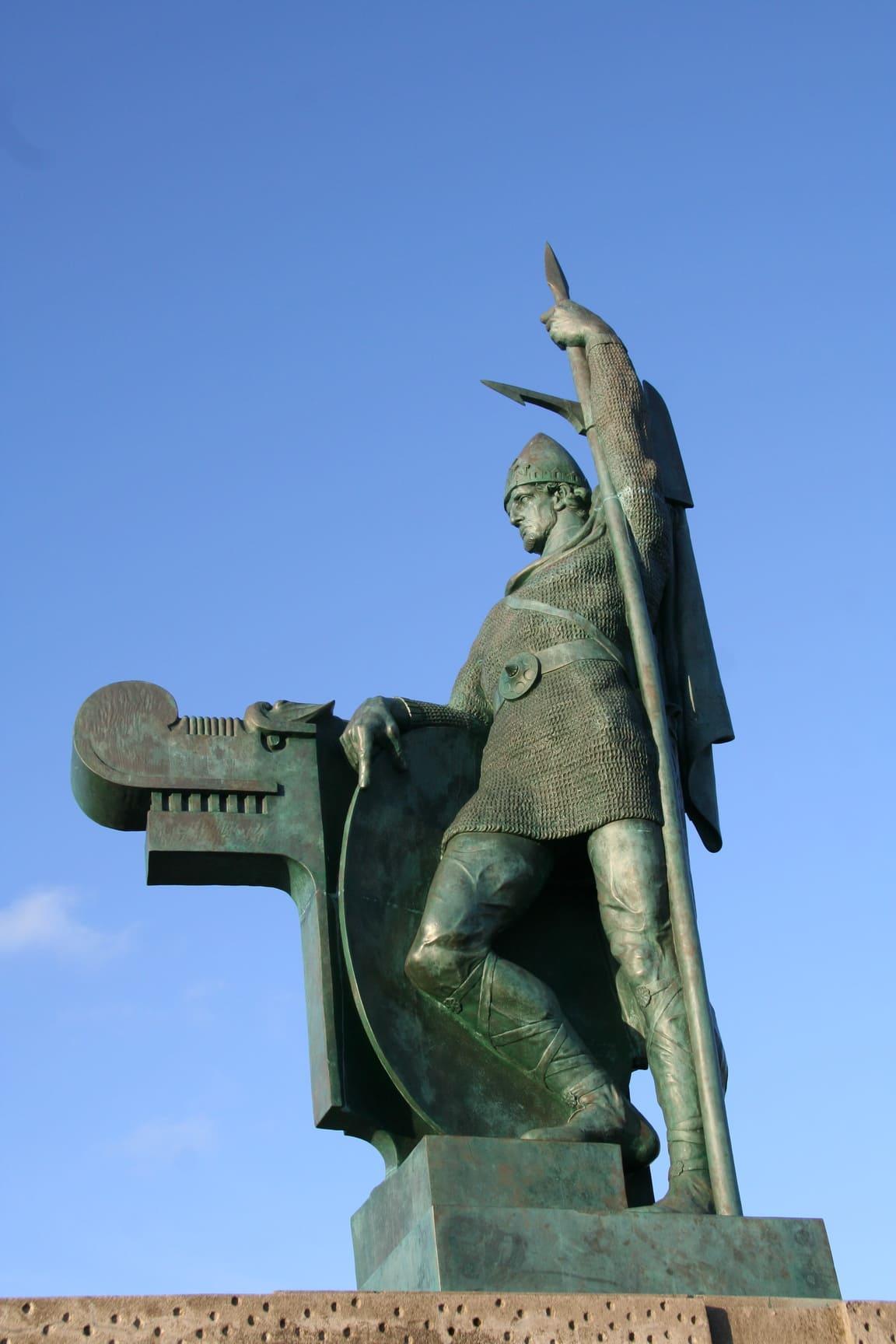 Памятник викингу Лейфу Эрикссону Счастливому