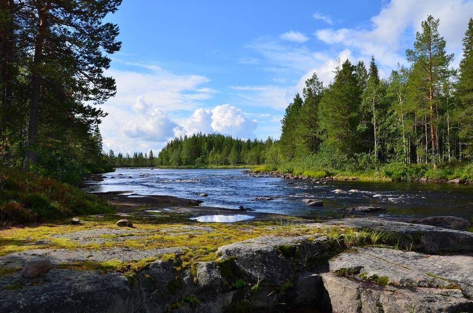 На реке насчитывается около полусотни порогов и водопадов