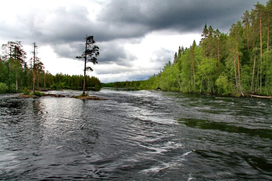Река отличается норовистым характером