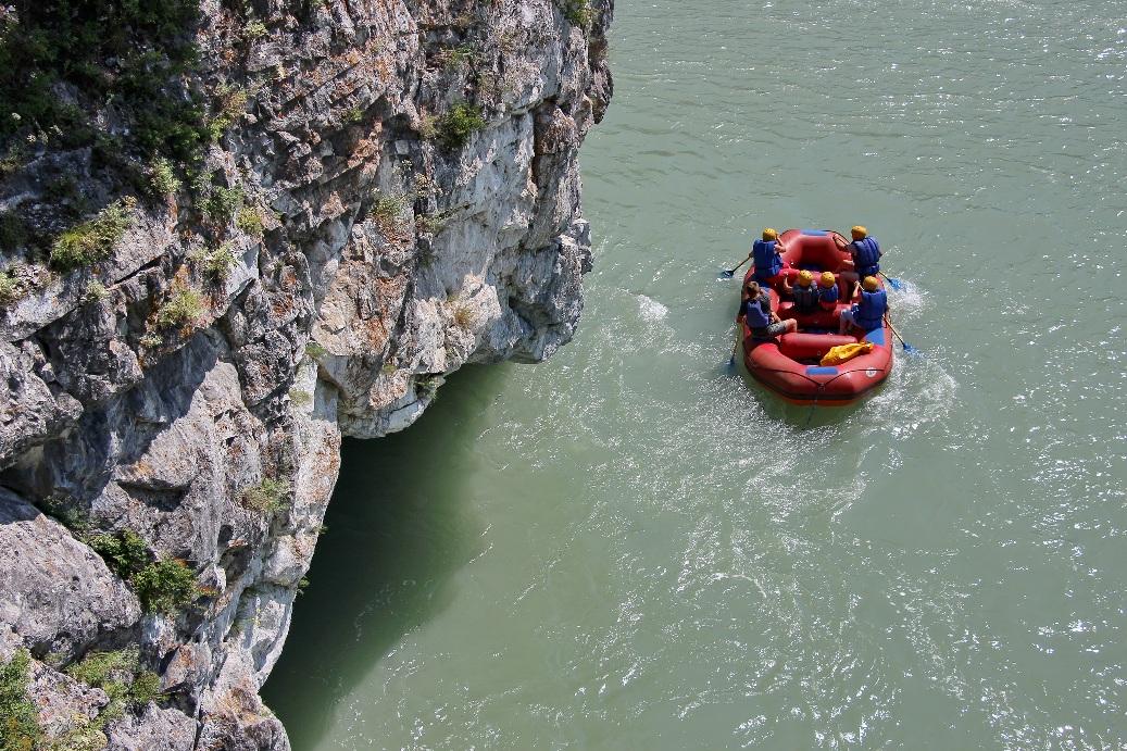 Река имеет первую категорию сложности для сплавов
