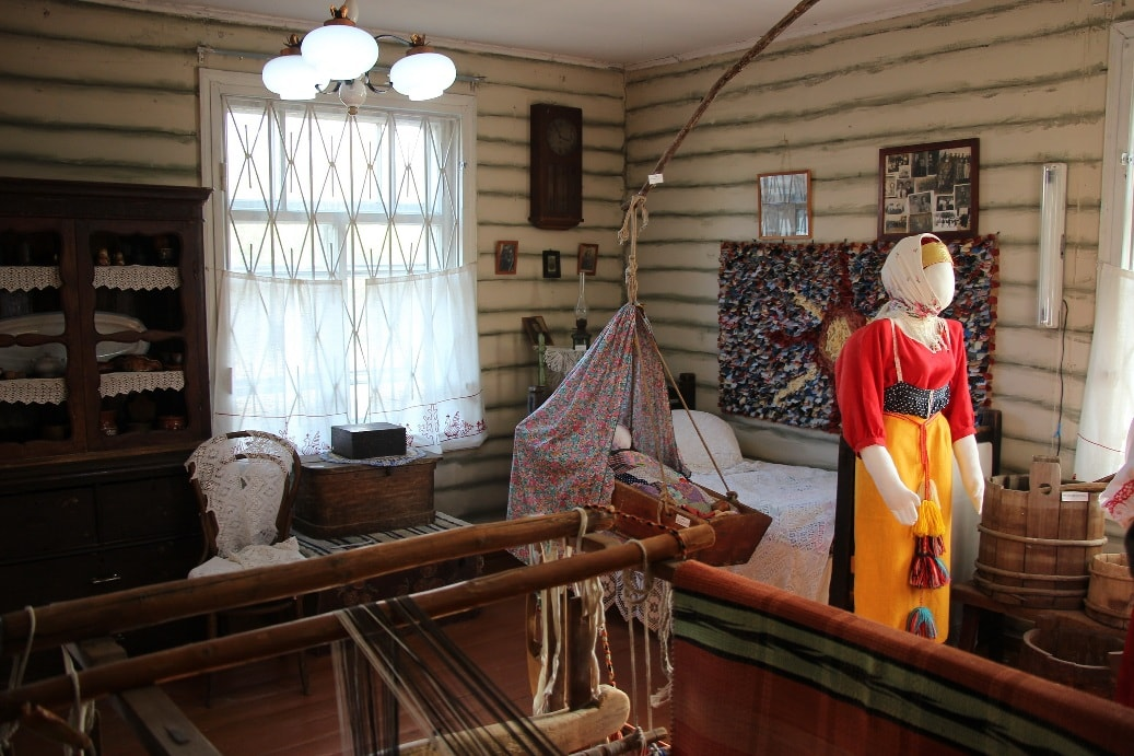 Чтобы с головой погрузиться в атмосферу старины, следует пожить некоторое время в деревенском доме