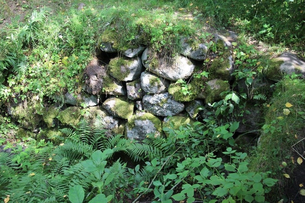 Стена древней крепости