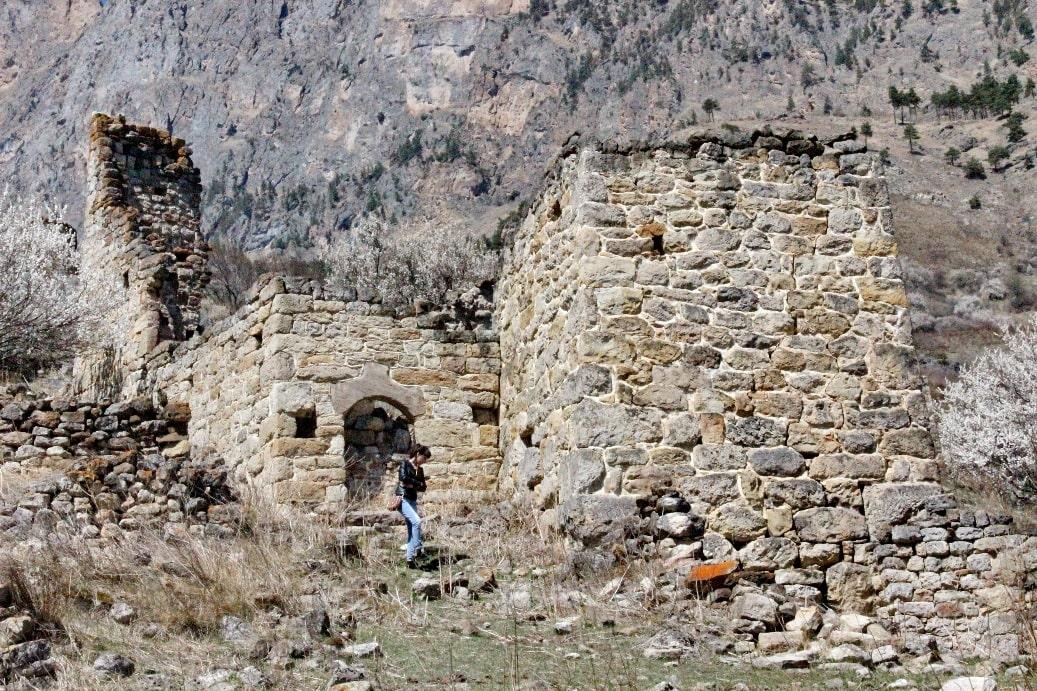 Руины древних башен