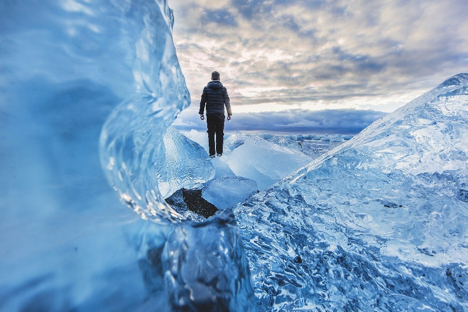 На высоте более 2500 метров царят снежные фирны и глетчеры