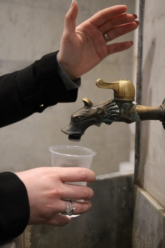 В питьевой галерее можно выпить целебной водички