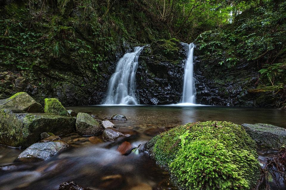 В окрестностях горы есть несколько водопадов